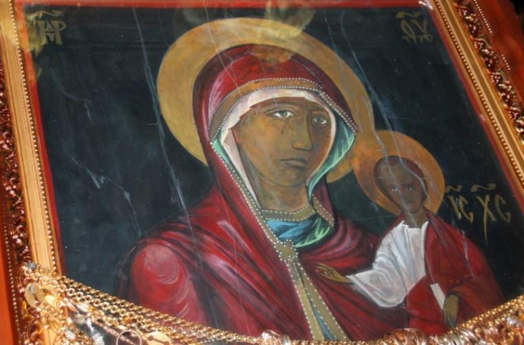 O icoană făcătoare de minuni a fost adusă la Mănăstirea Ciuflea