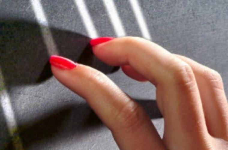 De ce ne scoate din minți sunetul unghiilor pe o tablă școlară