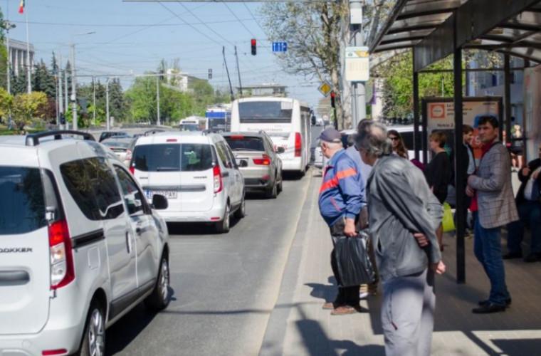 Schimbări la o intersecție din capitală: conducătorii auto, nemulțumiți