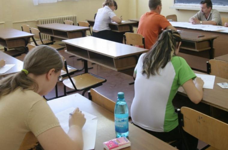 La ce discipline școlare vor scrie teze elevii în această lună
