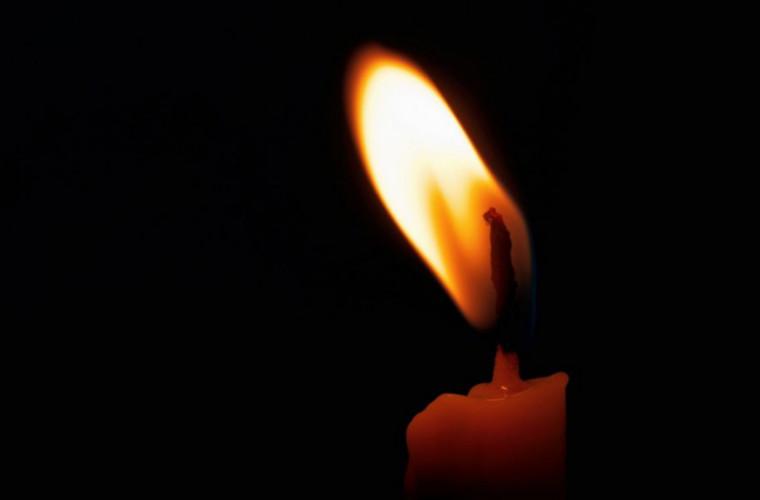 Ce se întîmplă dacă cineva aprinde o lumînare invers