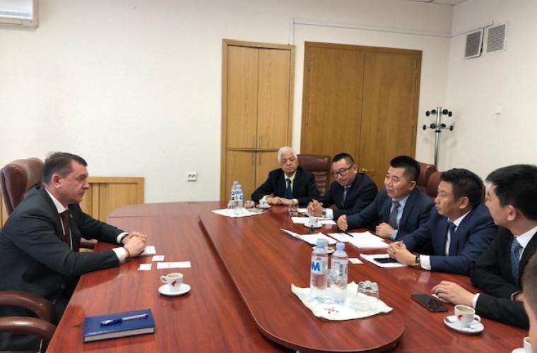 Oameni de afaceri chinezi vor să investească în aeroportul de la Mărculești