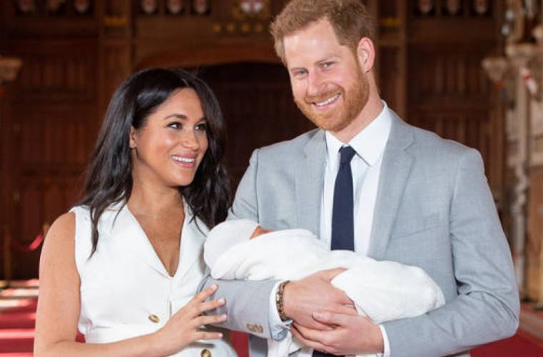 Primele imagini video cu băiețelul Prinţului Harry şi al soției sale Meghan