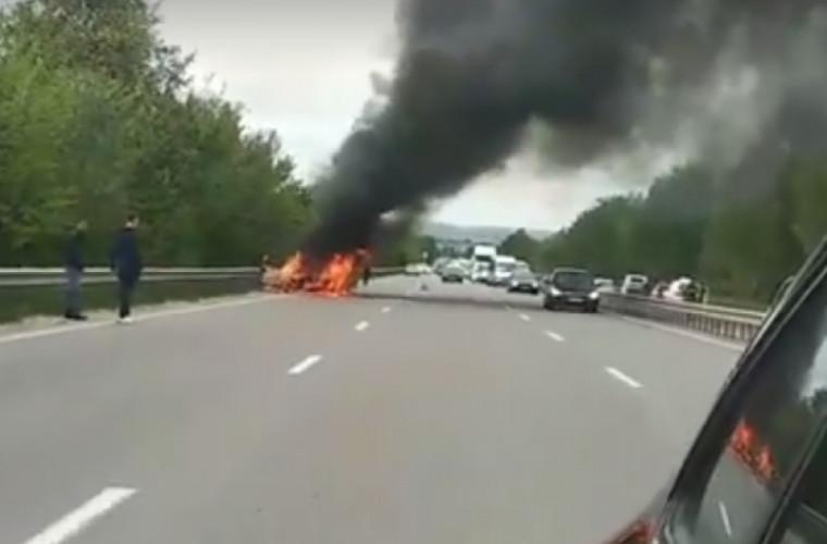 Un automobil a luat foc pe traseul Chișinău - Orhei