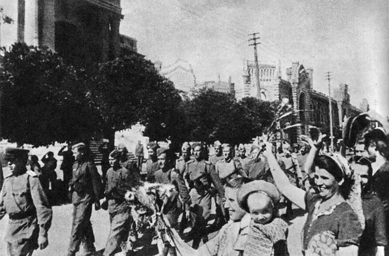 Martorul ocupației germano-române: la Chişinău, Armata Roșie era întîmpinată ca o eliberatoare (VIDEO)