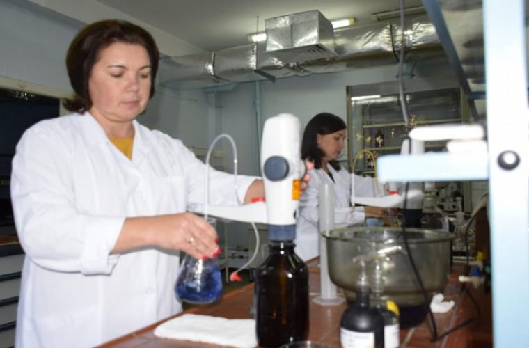 Более 15 000 проб воды были взяты специалистами в апреле