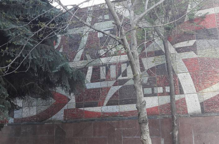 Мозаика со стены Дворца культуры профсоюзов утеряна?