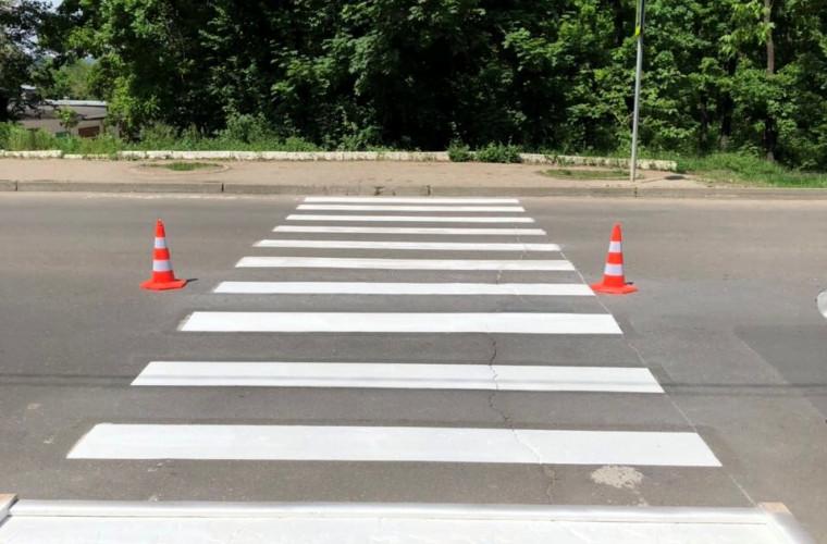 Au început lucrările de aplicare a marcajului rutier pe străzile din capitală