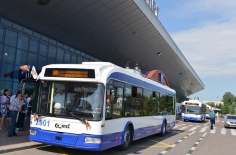 Troleibuzele care ajung la aeroportul din Chișinău vor arăta altfel (FOTO)