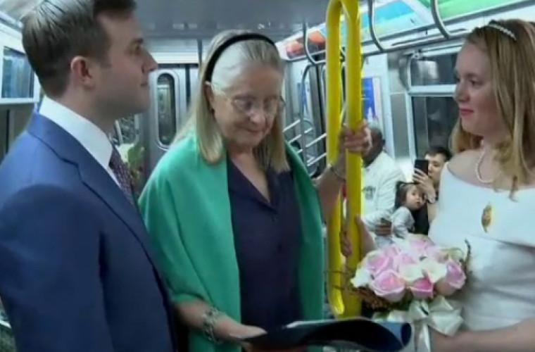 Молодожены решили сыграть свадьбу... в метро