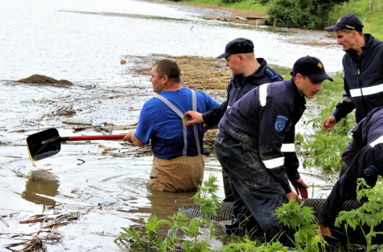Salvatorii, din nou, în alertă: Alte zeci de gospodării, inundate