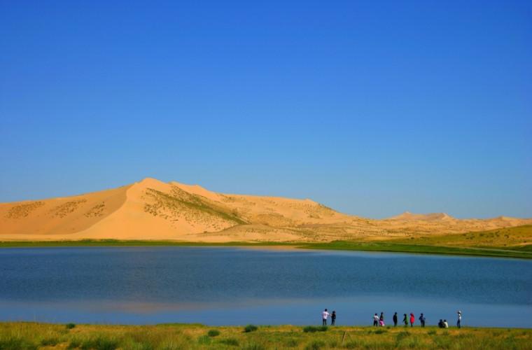 Tinerilor căsătoriți din China le este interzis să se fotografieze pe fundalul lacului