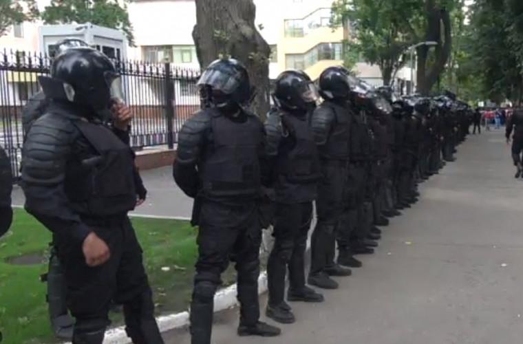 Protest la Parlament: După anunțul președintelui majoritatea protestatarilor au plecat (LIVE)