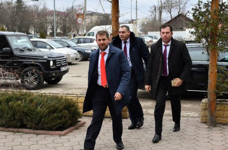 Surse: Ilan Șor și membrii partidului său ar fi pornit spre Chișinău