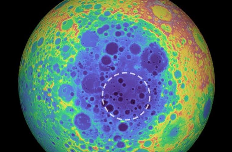 Planetologii au descoperit o anomalie ciudată de metal sub cel mai mare crater de impact de pe Lună