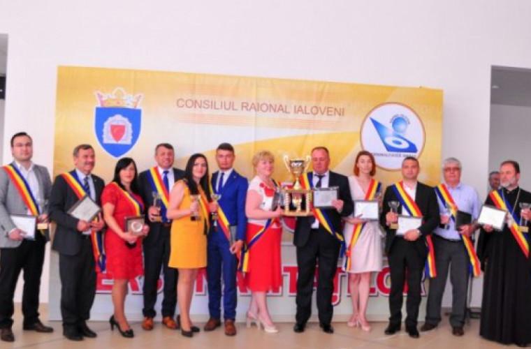 13 oameni de succes din raionul Ialoveni au fost premiaţi