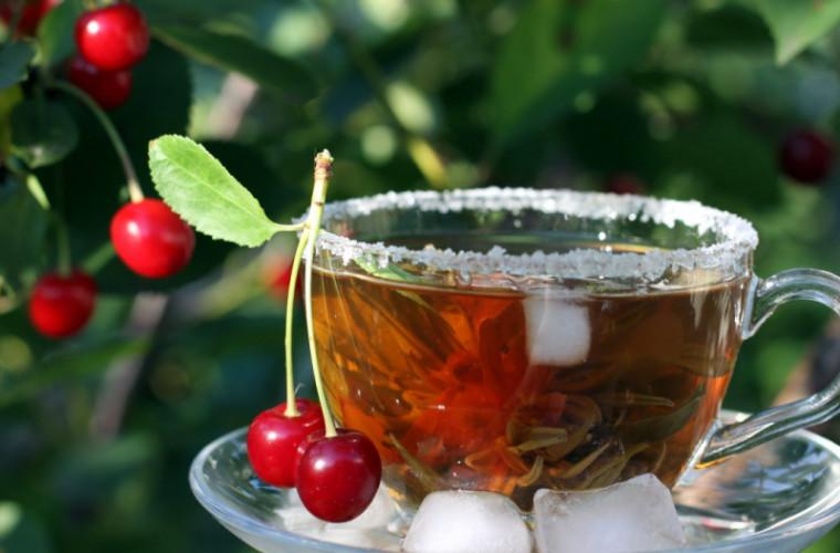 La ce ajută ceaiul de cozi de cireşe