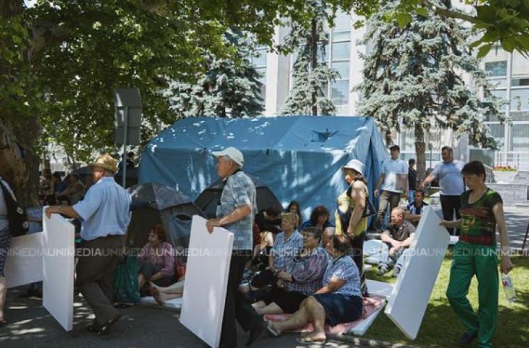 Sandu cere MAI să afle cum corturile de la IGSU au ajuns la protestatari