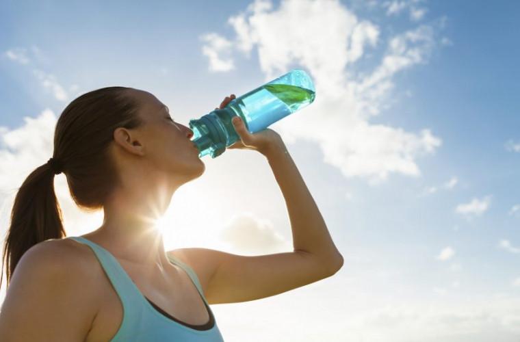 Şase probleme care apar dacă nu bei suficientă apă