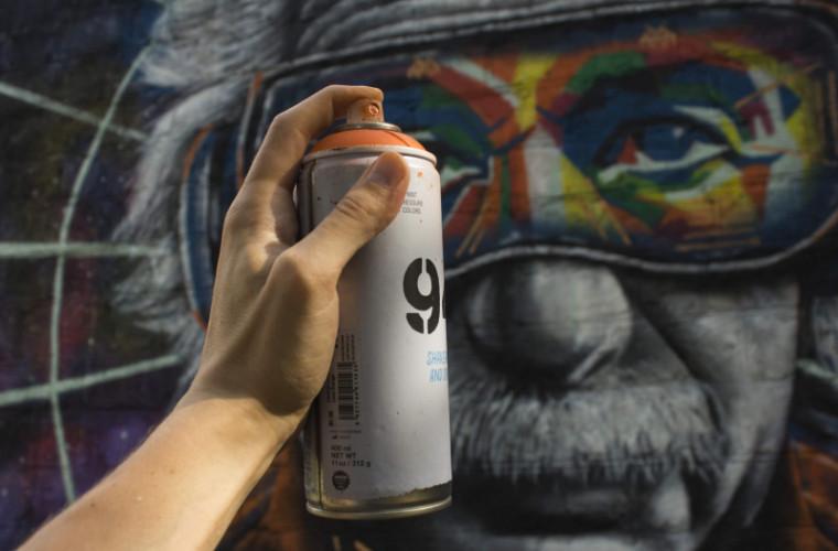 Un artist din Comrat impresionează localnicii cu lucrările sale (FOTO)