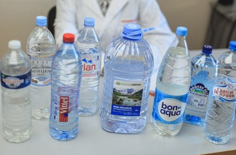 Apa minerală a unor producători vestiți s-a dovedit a fi periculoasă pentru sănătate