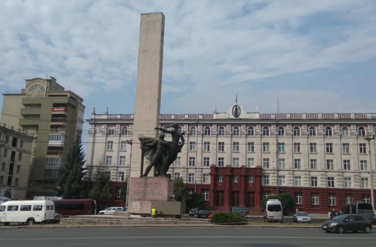 A început reparația Monumentului eliberatorilor orașului Chișinău