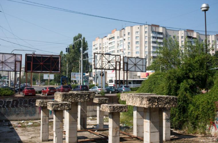 Imagini dezolante în centrul capitalei: Havuz transformat în gunioște