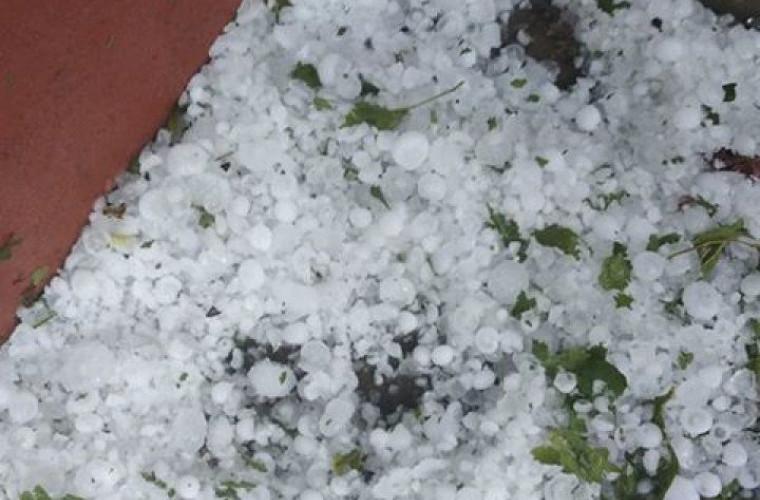 O ploaie cu grindină a făcut prăpăd într-un sat din raionul Glodeni (FOTO)