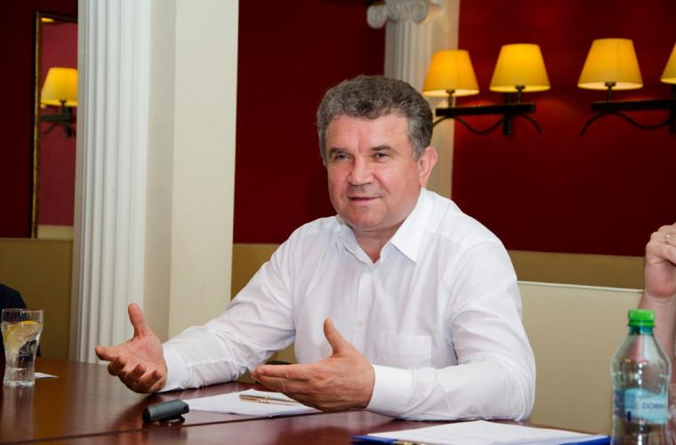 Vasile Chirtoca: Numărul angajaților din primărie trebuie micșorat, iar salariile majorate
