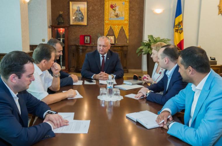 Dodon a avut o întrevedere cu membrii fracțiunilor parlamentare