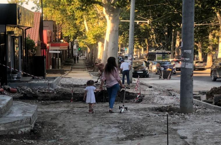 Как обстоят дела на улице Иона Крянгэ через 10 месяцев после начала ремонта (ФОТО)