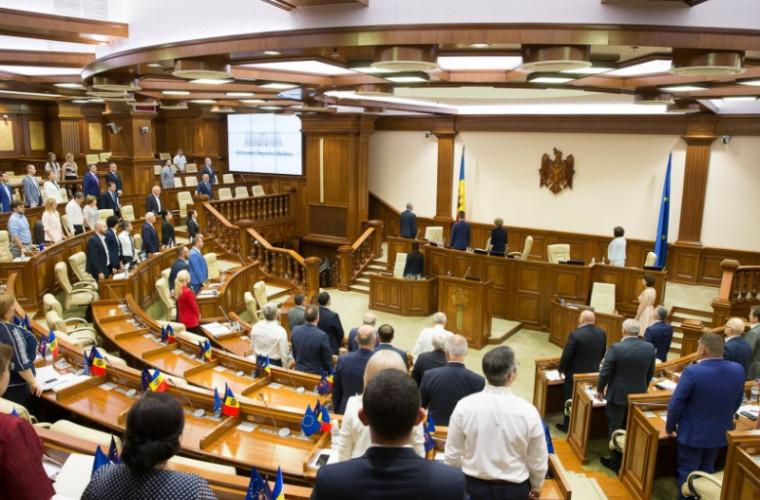 Parlamentul se convoacă mîine în ședință extraordinară