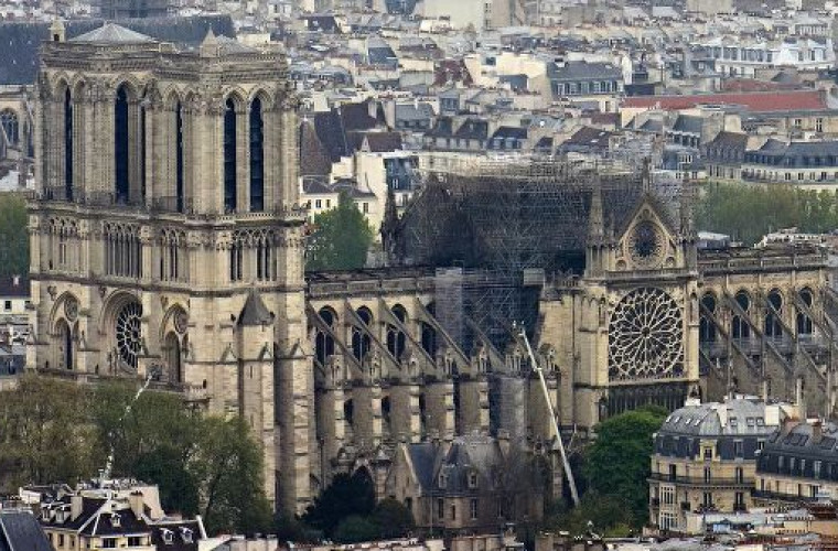 Zona din jurul catedralei Notre-Dame a fost decontaminată (VIDEO)