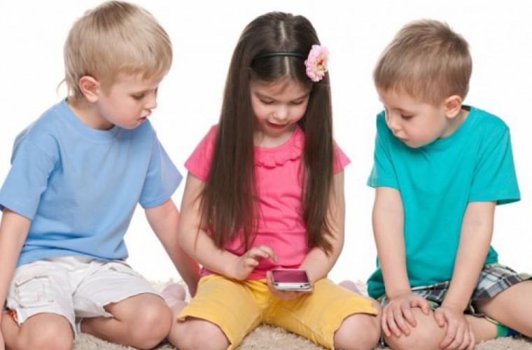 Poziția care poate dăuna serios dezvoltarea corpului unui copil