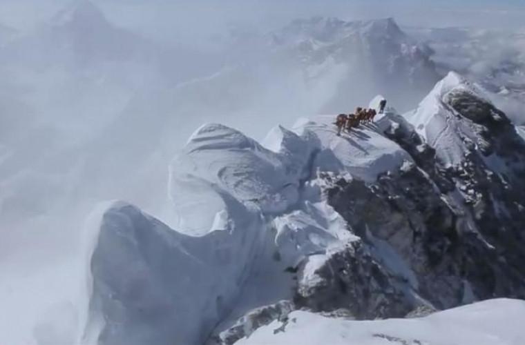 Au fost impuse noi reguli pentru escaladarea Everestului