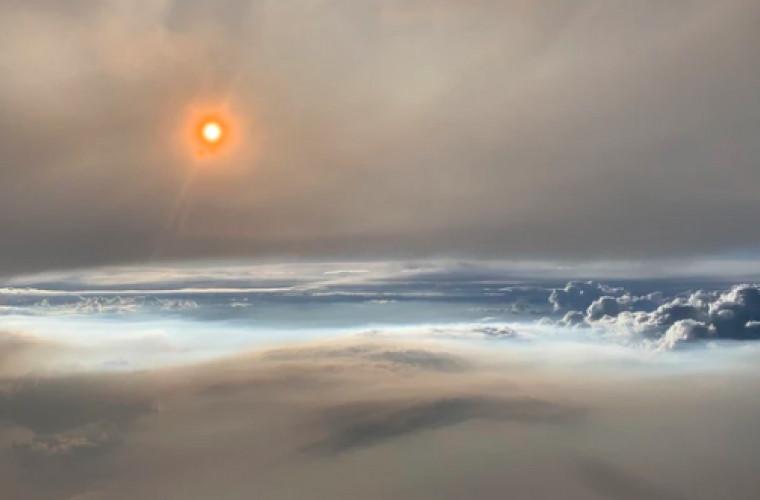 Un om de știință a zburat printr-un nor de furtună, format în urma unui incendiu