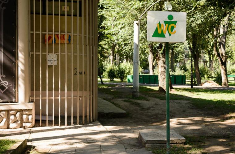 În parcurile din Chișinău nu lucrează nicio toaletă publică