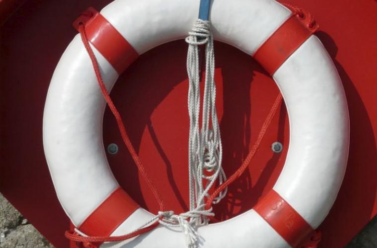 Șase persoane au fost salvate de la înec pe lacul Costești-Stînca
