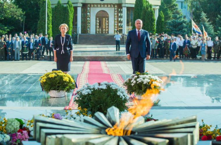 comemorarea-victimelor-holocaustului-depunere-de-flori-live