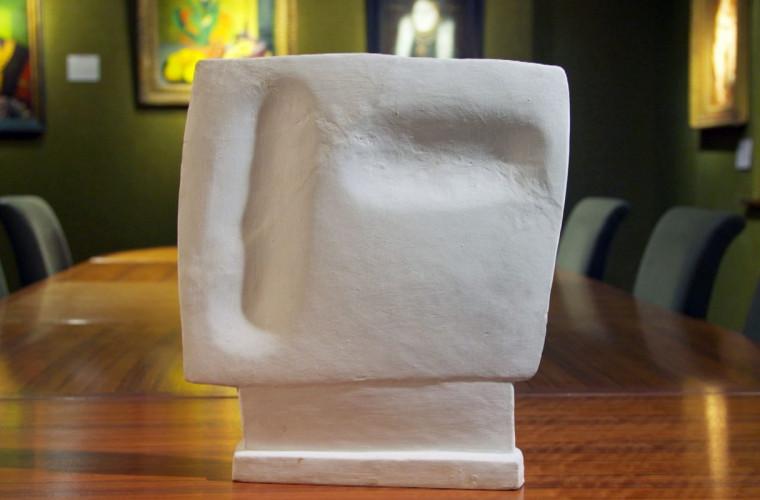 Sculptura atribuită lui Giacometti, spartă de o pisică