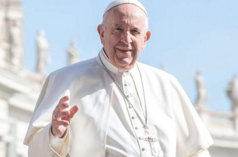 papa-rimskij-opozdal-na-propovedi-iz-za-polomki-lifta