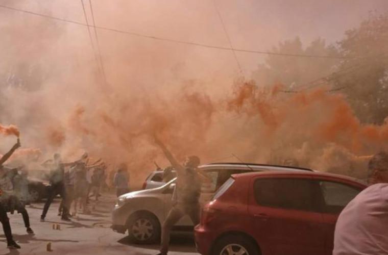 Activiștii au organizat un flashmob cu fumigene în preajma Stadionului Republican (VIDEO)