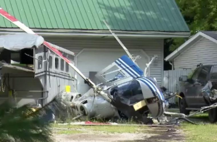 Momentul în care un elicopter s-a prăbușit pe aleea din faţa unei case (VIDEO)