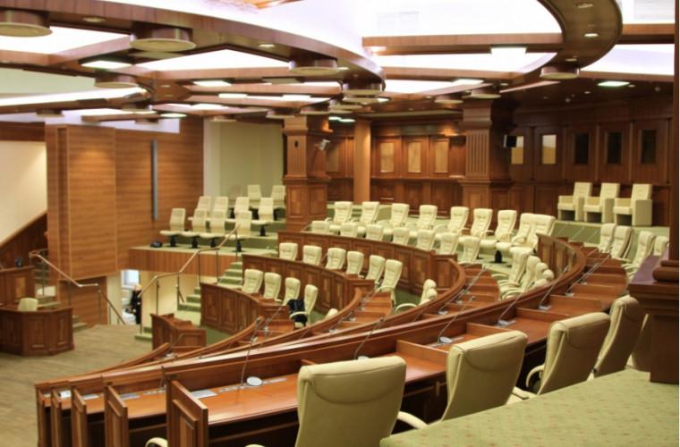 Mandatele a doi deputați, validate de Curtea Constituțională