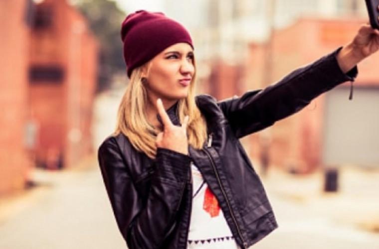 oamenii-de-stiinta-au-descoperit-de-ce-majoritatea-selfie-urilor-sint-facute-din-partea-stinga