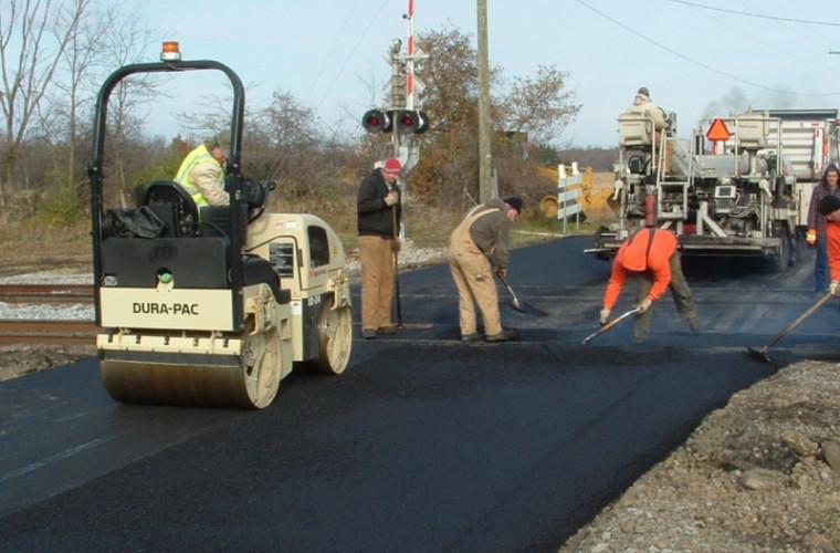 Guvernul planifică să taie sumele alocate pentru reparația drumurilor