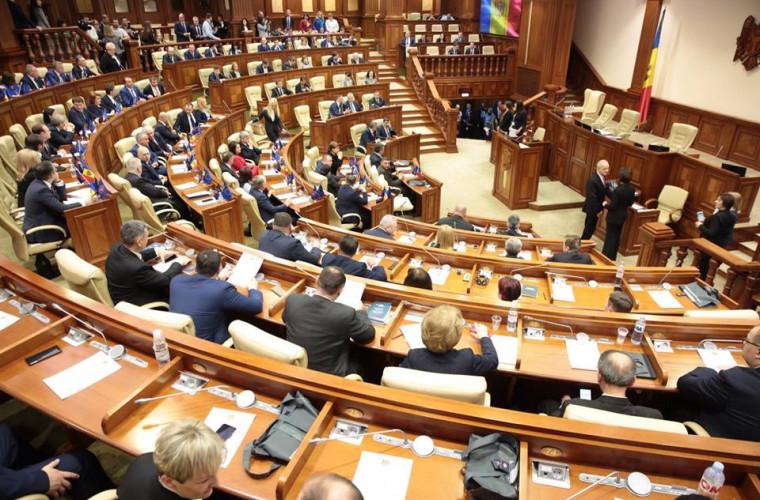Deputații se întrunesc în ședință plenară: Un singur subiect pe ordinea de zi