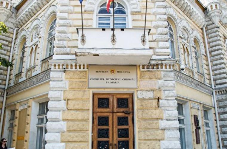 Oraşele înfrăţite cu Chişinăul vor fi prezentate pe o coloană de bronz