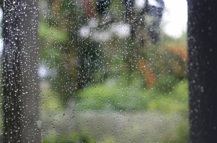 Vom avea o zi de vineri ploioasă. Cum va fi vremea în weekend