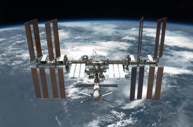 Cum se vede din Stația Spațială sosirea unei rachete de pe Pămînt (FOTO)